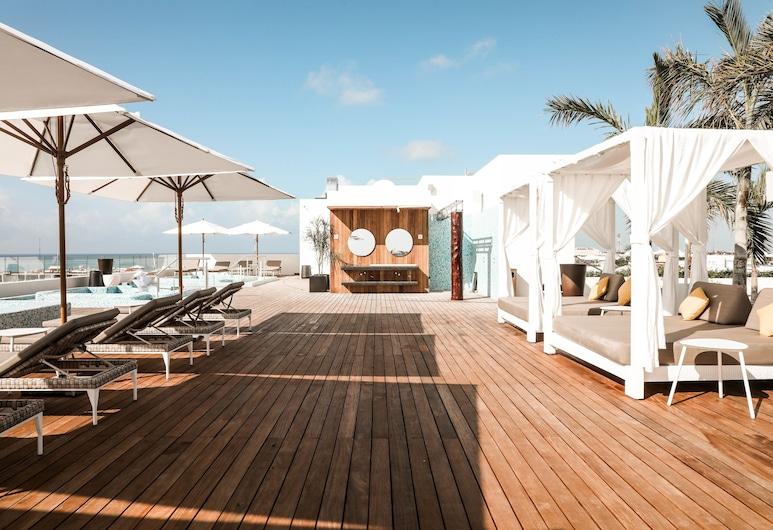 礁石 28 號全套房飯店 - 僅供成人入住 - 可選擇全包式, 卡曼海灘, 頂樓游泳池