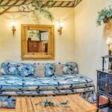 Suite Mewah, 1 Tempat Tidur Queen, jet tub, pemandangan halaman - Area Keluarga