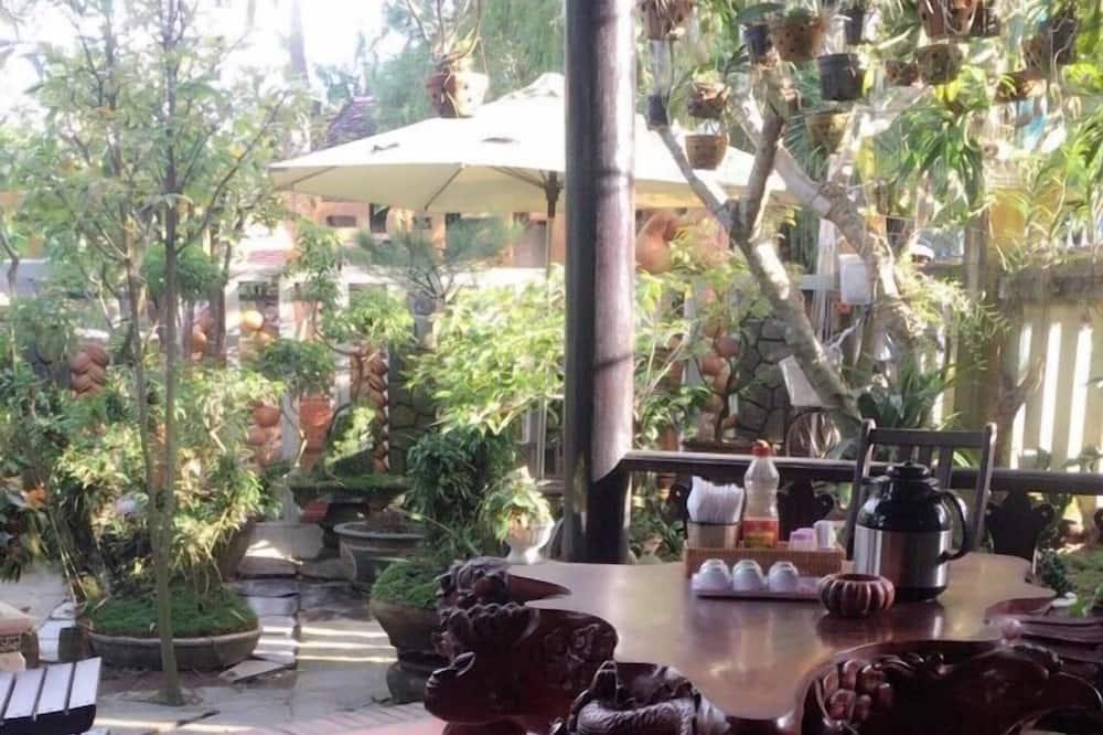 Family Room - Garden View