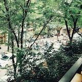 חדר משפחתי, מרפסת - נוף לרחוב