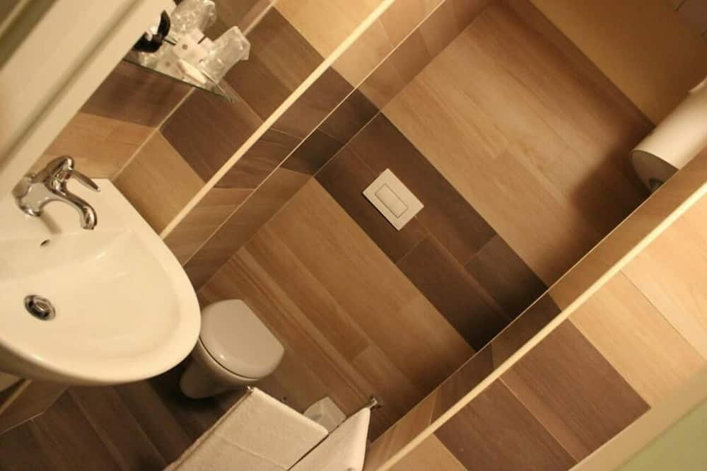 Double Room (Up to 3 people) - Bathroom