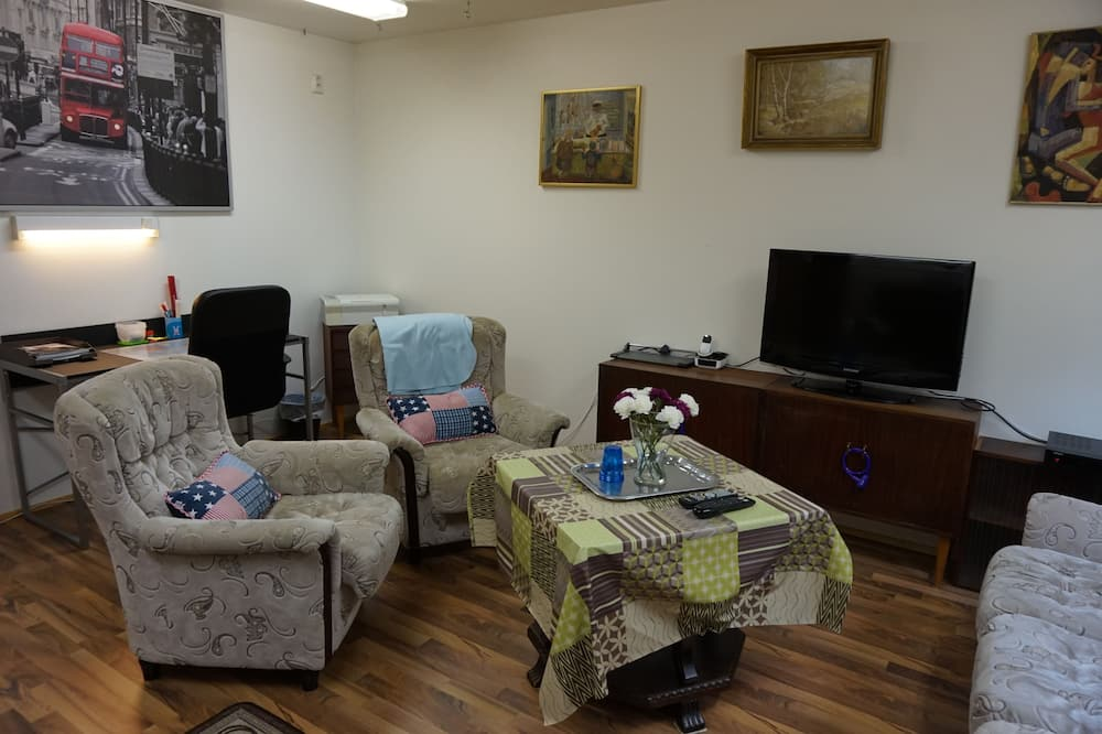 Basic Villa, 3 Bedrooms, Accessible - Living Area