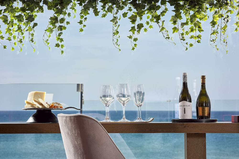 Numeris, vaizdas į jūrą (King with Outdoor Jetted tub) - Vaizdas iš svečių kambario