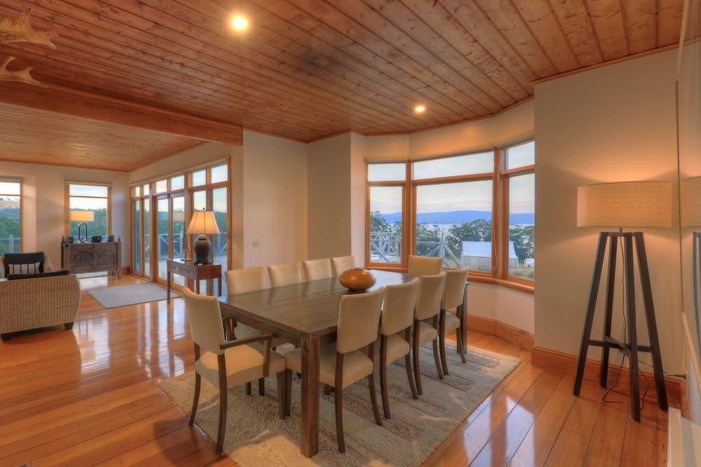 Executive vila, 3 spavaće sobe, masažna kada, pogled na ocean - Obroci u sobi