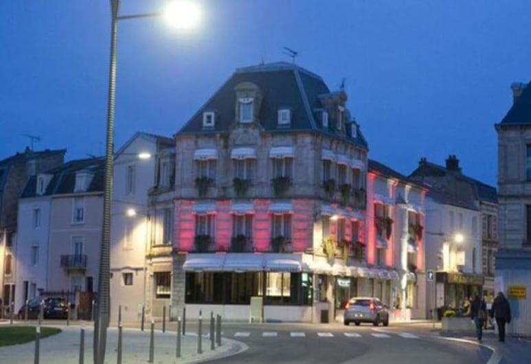 Hôtel Les Remparts, Chaumont, Hotel Front – Evening/Night