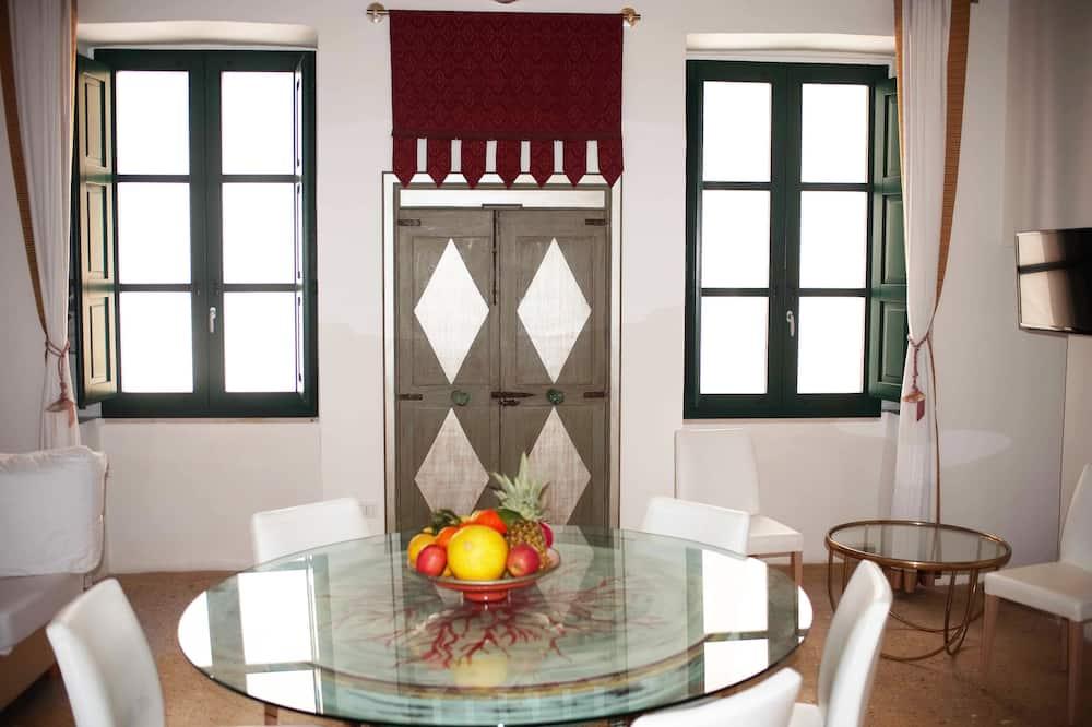 Deluxe-Apartment, 3Schlafzimmer, Kamin, Stadtblick (Bianco) - Wohnbereich
