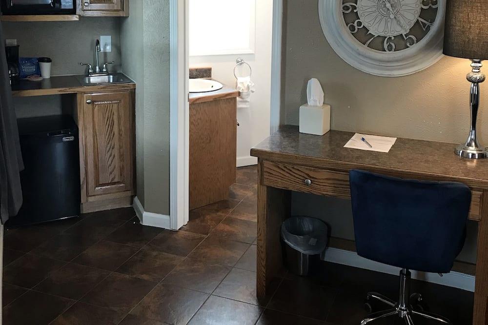 Cottage, 1 Queen Bed - Bathroom