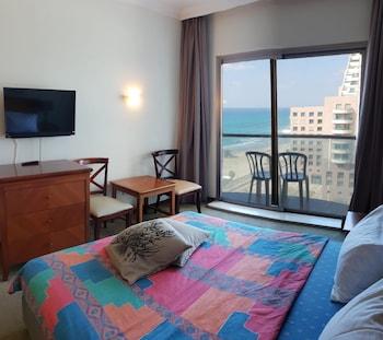 A(z) Hof Hacarmel Apartments hotel fényképe itt: Haifa