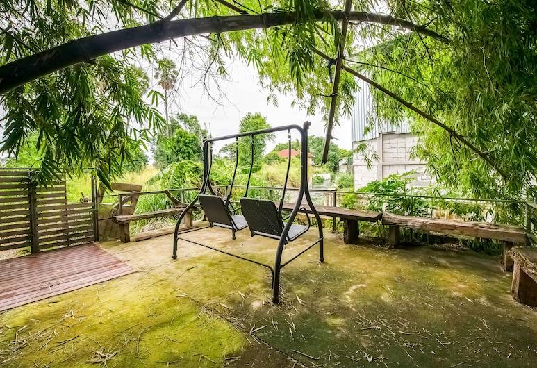 OYO 276 The Resort Chonburi, Chonburi, Garden
