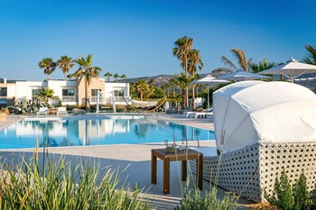 Picture of White Pearls Luxury Suites - Adults Only in Kos
