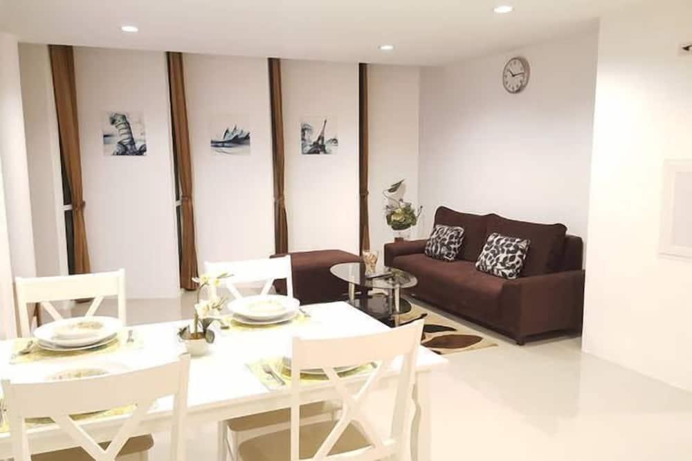 3 Bedrooms Apartment - Wohnbereich