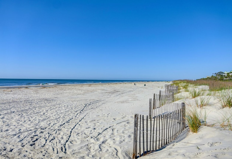 MAY 22 to 29 Open! Beautiful Golf View! Social Distancing/internet! Beach!, جزيرة هيلتون هيد, غرفة نزلاء