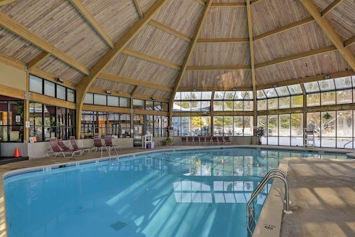 Ski Camelback Mountain,Ski on/Off,Snow Tubing,Pool,Casino,Hot Tub,Tennis,Sauna