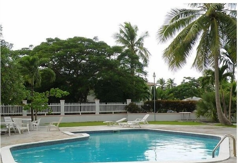Tangerine Sunsets Tangelo: gated, pool, beach, fun! , Nassau, Pool