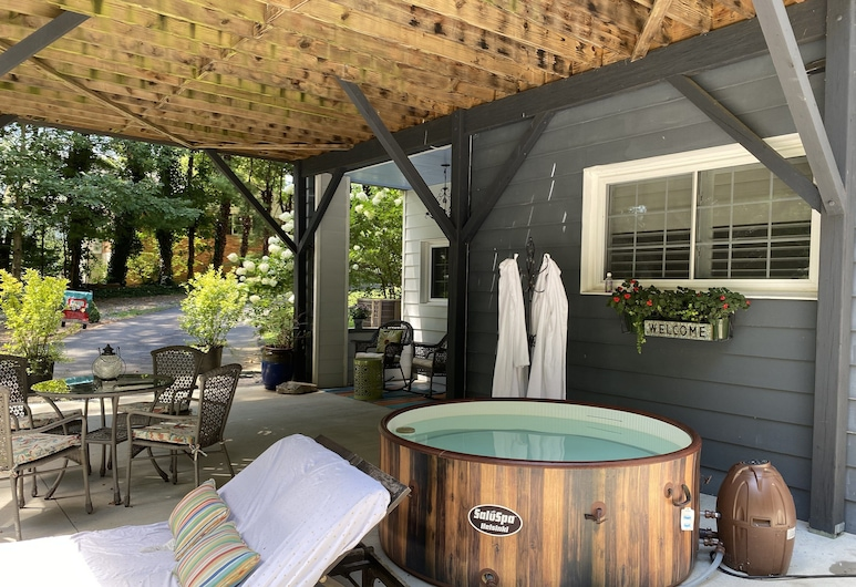 Private apt on Golf Course.great Location!pets OK, Asheville, Pool
