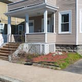 Brand New 3 Bedroom Home Perfect for Access to Central Boston and Cambridge
