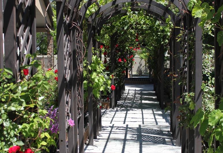 Sunny's Garden Homestay, West Jordan, Otel Sahası