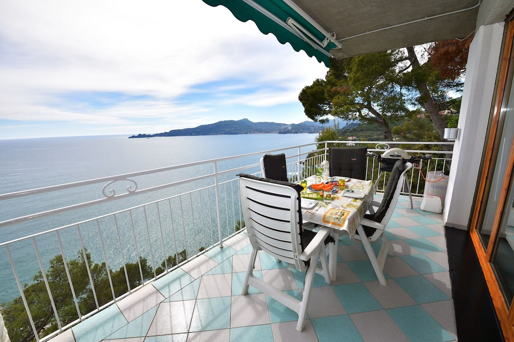 Fully equipped, luxurious apartment w/ private Sea access, spectacular view
