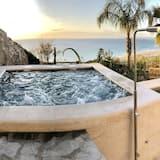 Luxury Beach Villa- Jacuzzi, Pool, Sea Views, Game Room, Beach!
