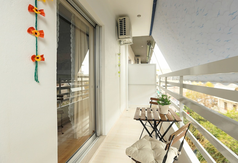 Cosy & Bright 2 Bedroom Apartment in Koukaki, Atenas, Apartamento, 2 quartos, Varanda