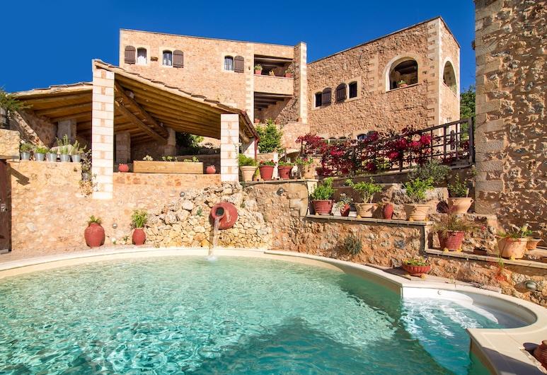Purple villa Malotira - 1 bedroom -veranda -roof terrace - mountain and sea view, Apokoronas, Hồ bơi