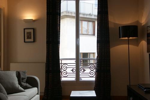 バスティーユとマレに近いグレーの新しく改装されたアパートメント、WiFiエレベーター駐車場/