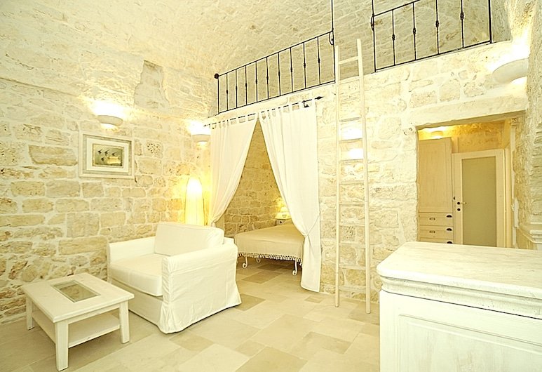 Typical House in Historic Ostuni Center at Just 15 Minutes far From the sea, أوستوني