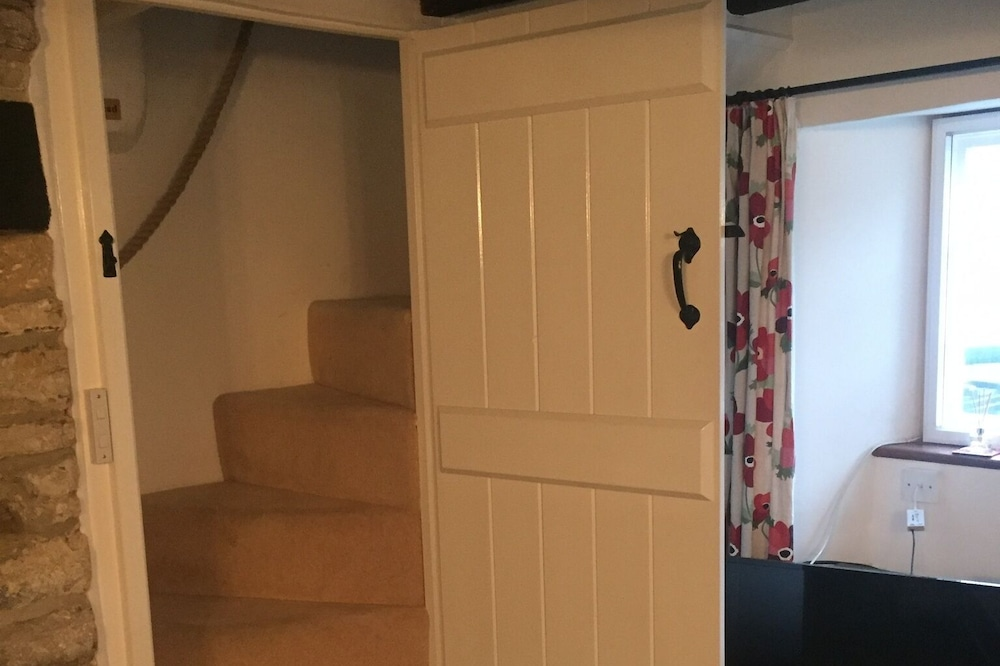 Cosy Character Cottage With Wood Burning Stove, Sleeps 5 + Baby/toddler