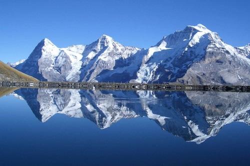 牧歌的なハイキングでは、スキー村Murren