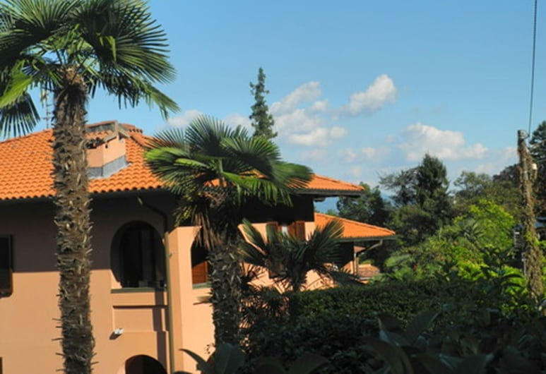 Apartment With Wifi, Residential Area, the Peaceful and Flowering of Stresa, Stresa, Property Grounds