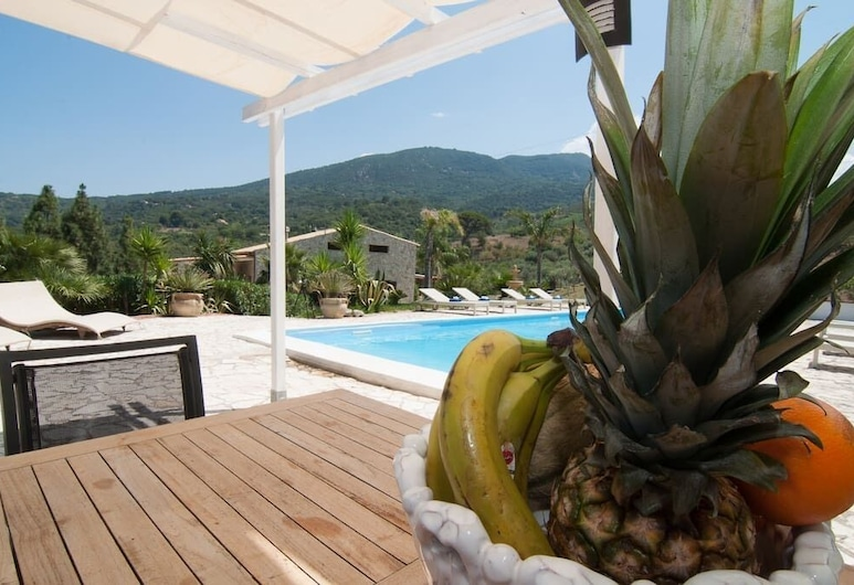Magnificent Villa With Swimming Pool Ideal for a Holiday in a Charming Nature Oasis, Cefalù, Bassein
