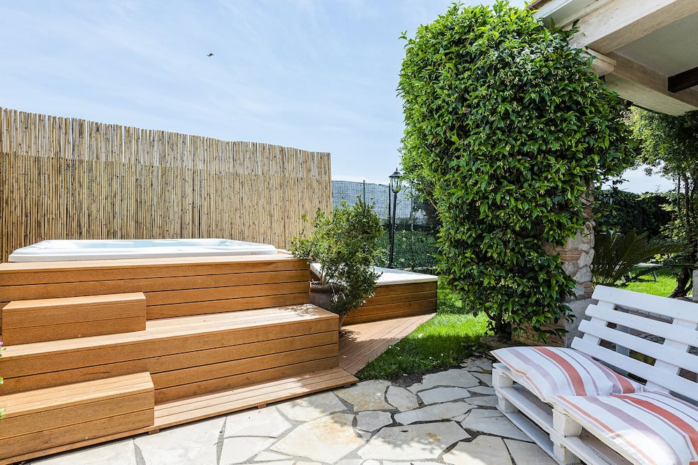 Luxurious villa pool, Jacuzzi and Finnish Sauna near the beach