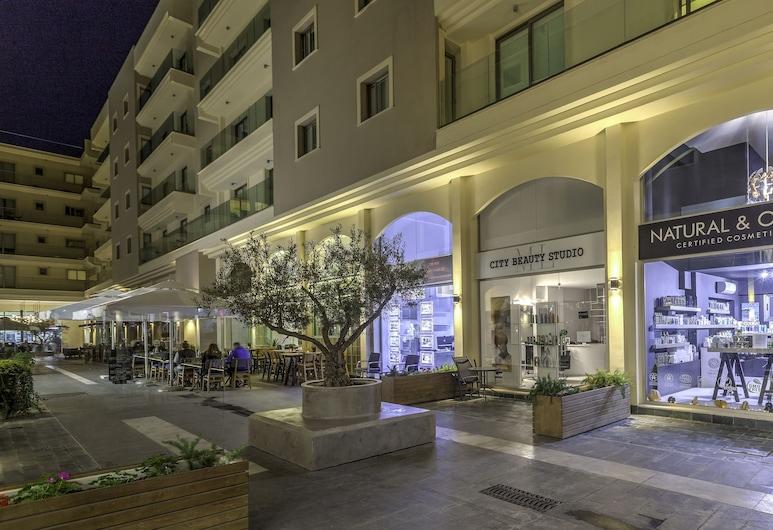 QCC Residence, Larnaca, Įėjimas į apgyvendinimo įstaigą