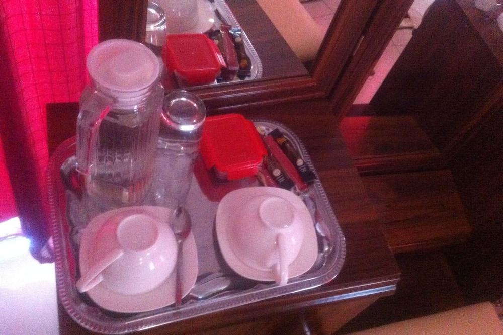 Номер с 2 односпальными кроватями, вид на сад - Общая кухня