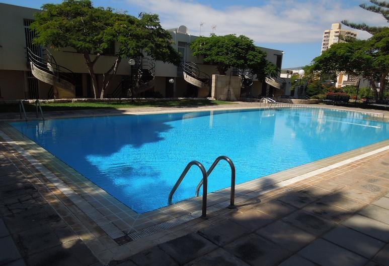 Apartamento Jacaranda con piscina, a pocos metros del mar y de la playa, Internet inalámbrico, TV vía satélite,  Arona