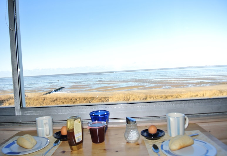 Beautiful apartment with sea views right on the beach in Cuxhaven-Sahlenburg, Cuxhaven