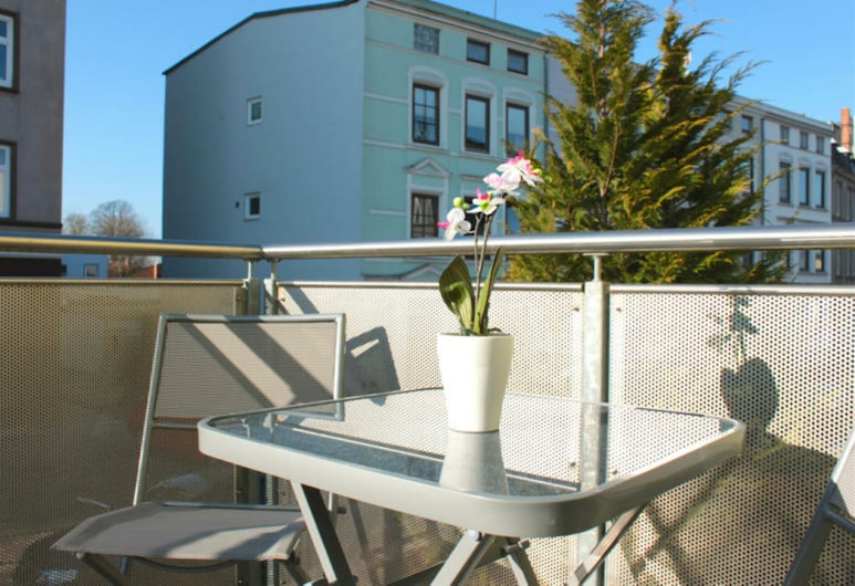 Nice centrally located apartment with balcony and carport in Lübeck, لوبيك, شُرفة
