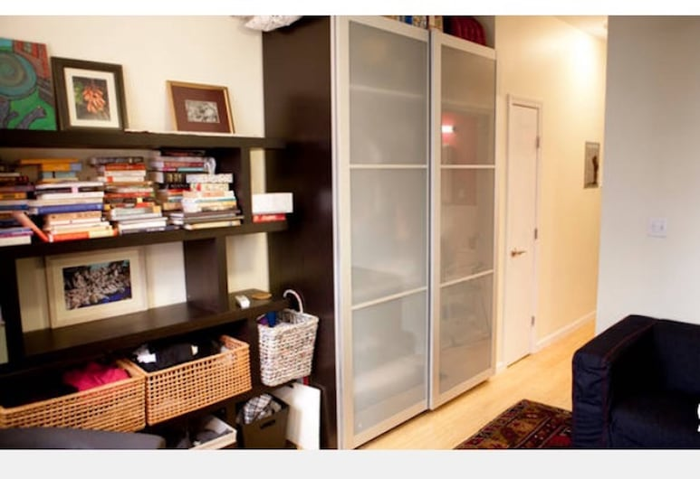 Newly Renovated Exec 1BR in Manhattan's Hottest Neighborhood, New York, Room