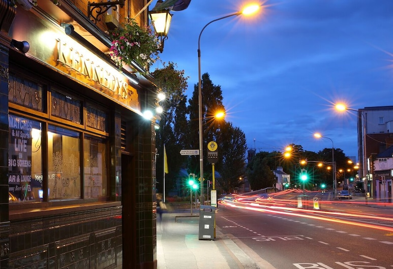 Kennedy's Pub Drumcondra, Dublin, Hotel Front – Evening/Night