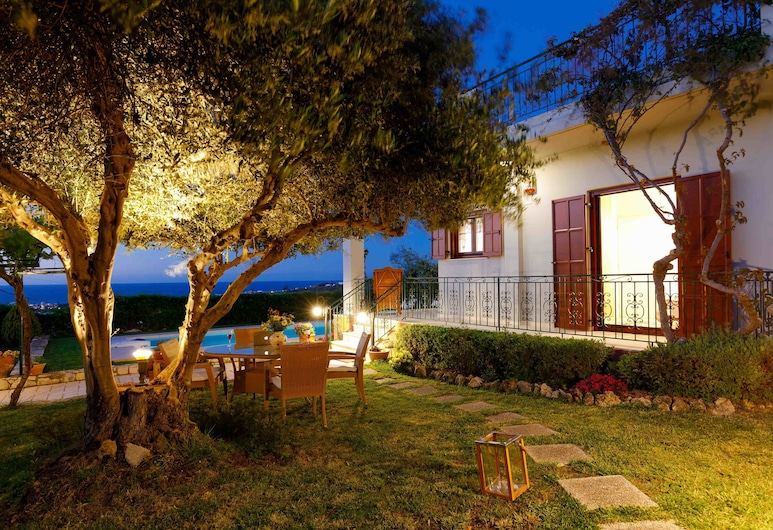 Lily's cottage, secluded, sea view villa with private pool and gardens. 193668 , Rethymno, Trädgård