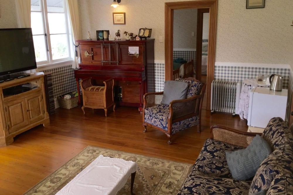 Magnolia Suite - Living Area
