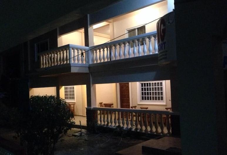 Agbing Beach Resort, Puerto Galera, Hotel Front – Evening/Night