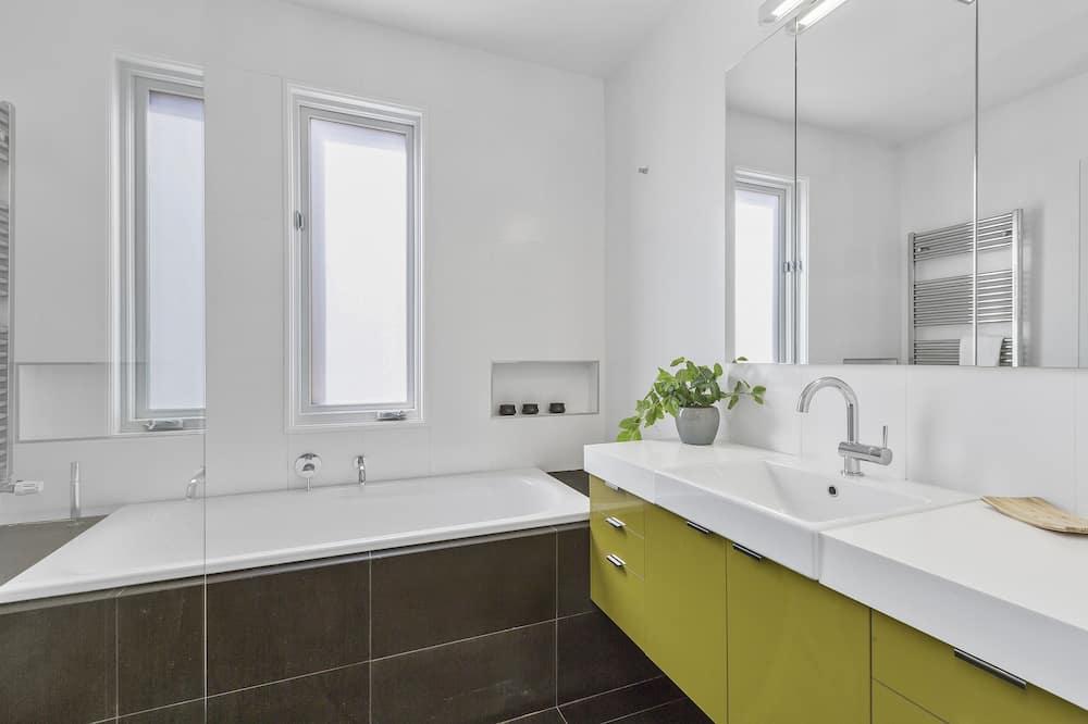 Ház, 3 hálószobával, két fürdőszobával - Fürdőszoba
