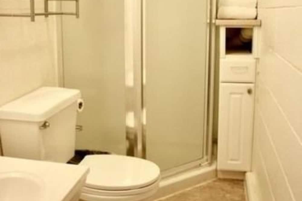 Dreibettzimmer, mit Bad (Caribou) - Badezimmer