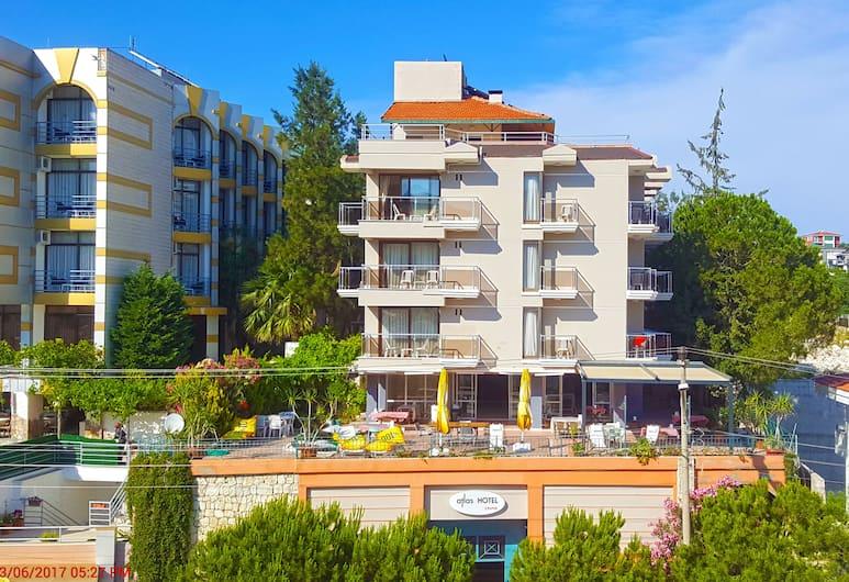 Atlas Hotel, Çeşme, Otelin Önü