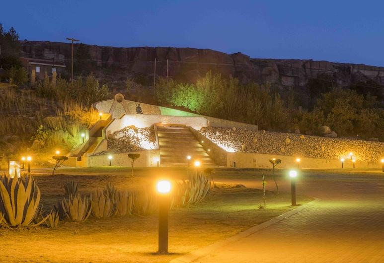ثابا بوسيو كَلتشرال فيليج, ماسيرو, المنطقة المحيطة بالمنشأة