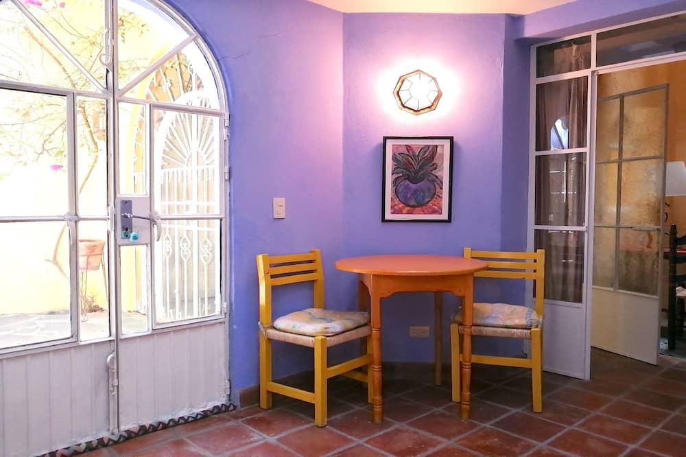 Suite, Private Bathroom (Casa Contenta Girosal Suite) - Eetruimte in kamer