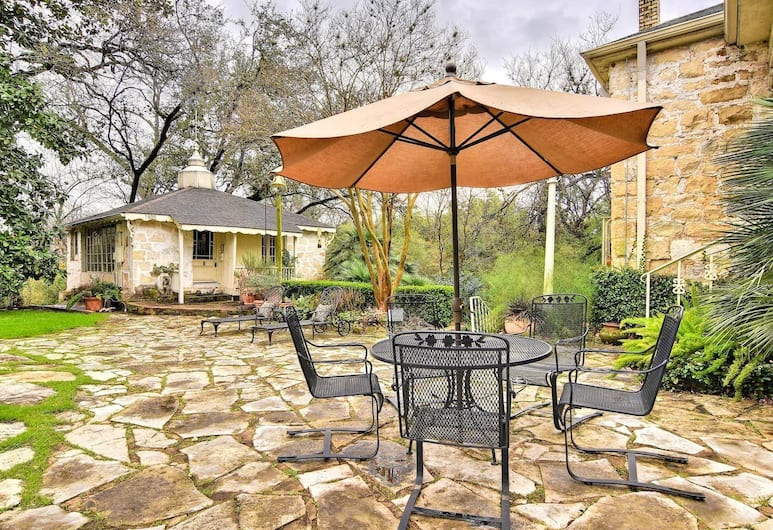1711 Evergreen Avenue Cabin by RedAwning, Austin