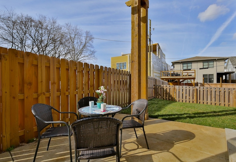 4BR/3BA Music Row House B by RedAwning, Nashville, Condo, 4 Bedrooms, Terrace/Patio