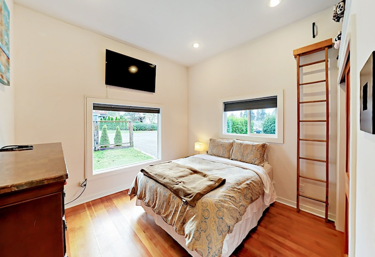 3528 SW 98th Street Home by RedAwning, Seattle, House, 3 Bedrooms, Room